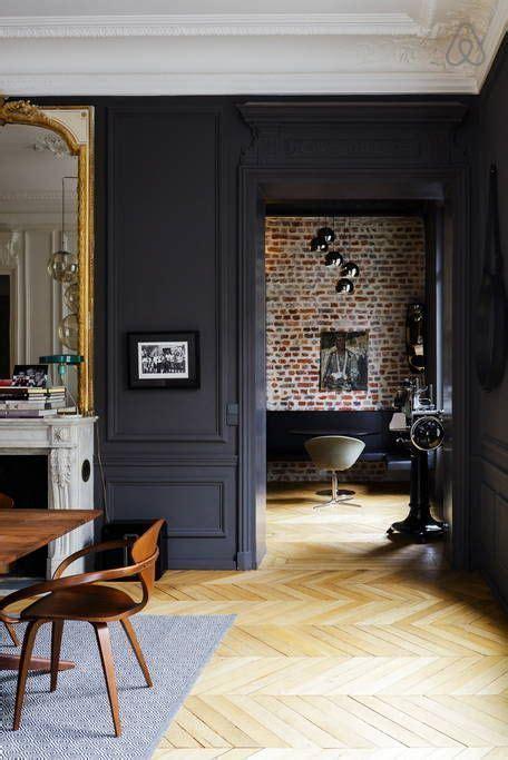 joli appartement aux moulures  boiseries noires houses