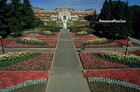 Montreal Canada Places On The Planet You Must See Parking Botanical Gardens Montreal