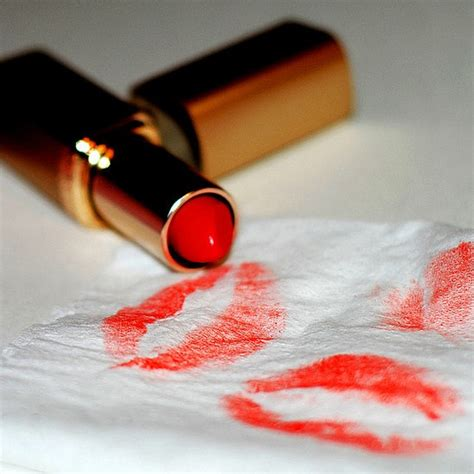 Blot Lipstick Papers by 4 Steps For A Glamorous Lasting Look For