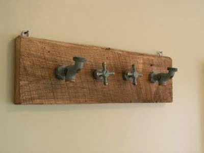 apliques para pendurar quadros rosely pignataro reciclando torneiras
