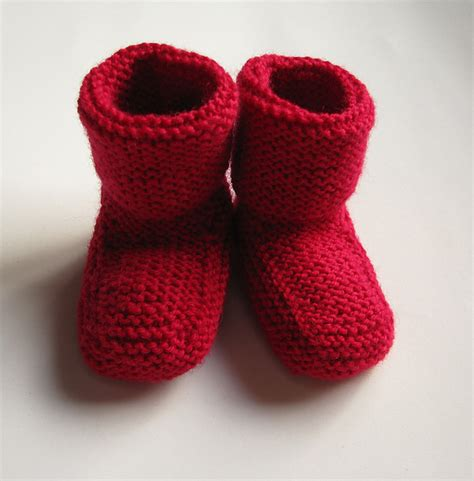 free knitting patterns for baby socks on two needles stay on baby booties free knitting pattern knitting bee