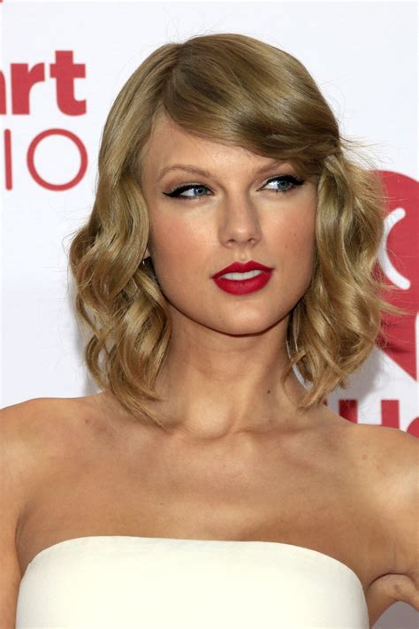 what red lipstick does taylor swift wear 2015 taylor swift in red lipstick how to get taylor s red