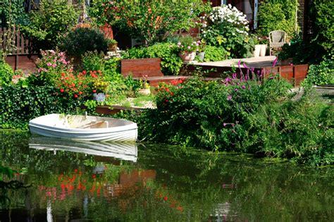 Beautiful Garden Pictures sun shines beautiful flower garden wallpapers