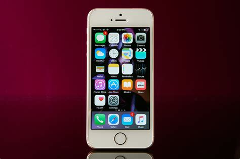 iphone apple apple iphone se review a compelling blend of and new