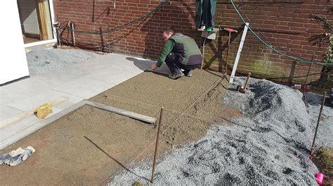 keramikplatten in splitt verlegen terrassenbau mit einem festen unterbau speziell f 252 r