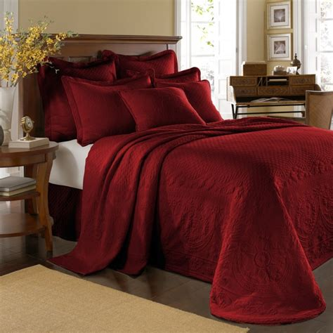 red bed comforters best 25 red bedspread ideas on pinterest country