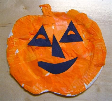 Pumpkin Paper Craft - paper plate pumpkins 7 fall themed crafts to create with