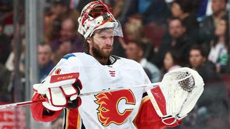 haircut cranston calgary flames at flyers preview nhl com