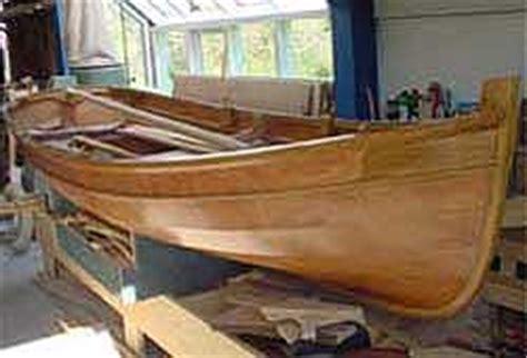 overnaadse roeiboot bij de bootbouwer kunt u zelf komen kijken naar overnaads