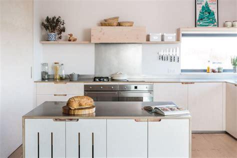 credence autocollante cuisine cr 233 dence pour cuisine styl 233 e en 25 exemples modernes