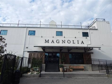 the magnolia store store front picture of magnolia market at the silos