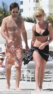 heigl takes a break to take some puffs from her electronic cigarette katherine heigl shows off slimline body in a black bikini