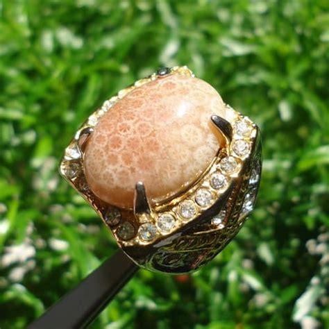 Batu Kerang Bungkem batu cincin mustika ular putih pusaka dunia