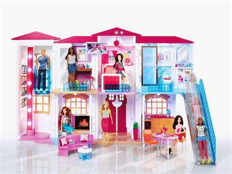 Chalet House by La Nueva Casa De Barbie Que Funciona Con Wifi Y Reconoce