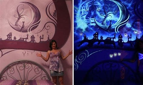 nachtleuchtende wandfarbe whimsical mural that transforms into magical dreamscape