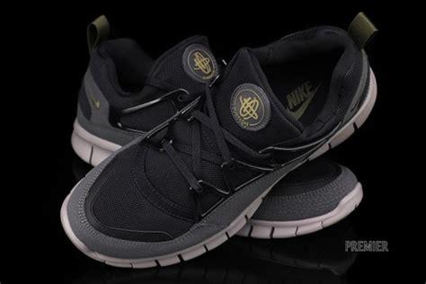 Sepatu Nike Huarace 02 nike huarache light free black squadron green anthracite freshness mag
