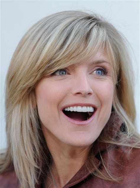 how to style hair like courtney thorne smith more pics of courtney thorne smith medium straight cut