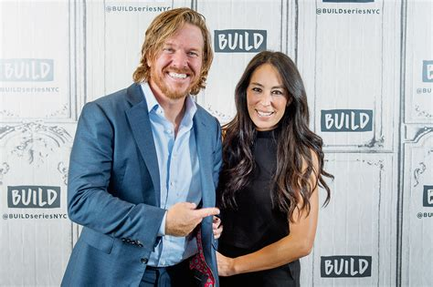joanna chip gaines fixer upper s chip gaines shaves his head goes bald photo