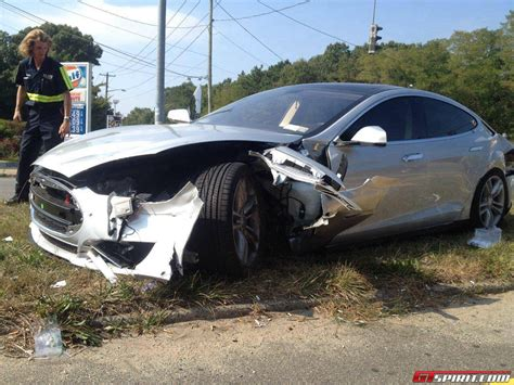 Tesla Wreck Tesla Model S Destroyed In The Usa Gtspirit