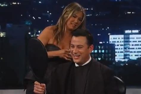 jimmy kimmel hair styles video jennifer aniston gives jimmy kimmel a haircut on tv