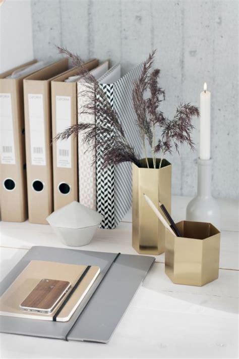 professional desk accessories best 25 professional office decor ideas on