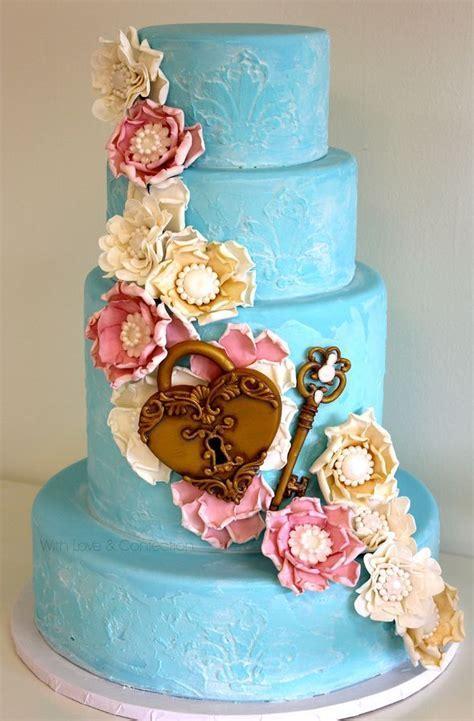 Best 25  Heart wedding cakes ideas on Pinterest   Mr mrs