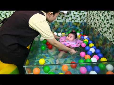 Bak Mandi Bayi Untuk Berenang bayi lucu mandi di waterpark kalawa palangka raya swi