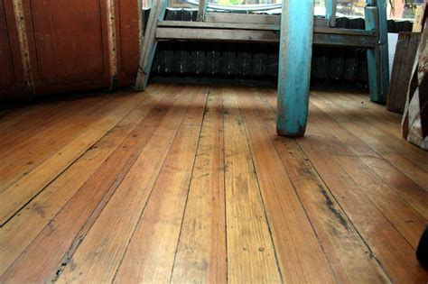 replacing a damaged plank in your hardwood floors t g