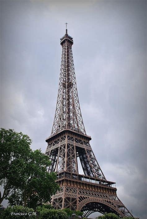 lada torre eiffel nocturno torre eiffel car pictures