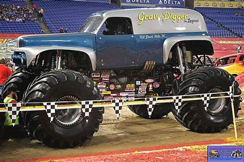 grave digger legend truck grave digger the legend digger of a digger
