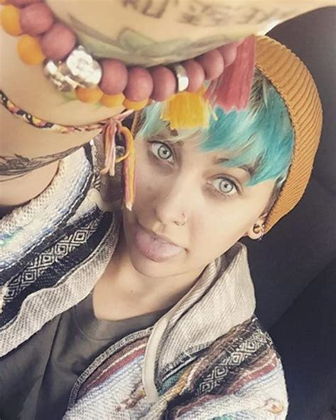 paris jackson dragonfly paris jackson dyes her hair turquoise to match prom date s