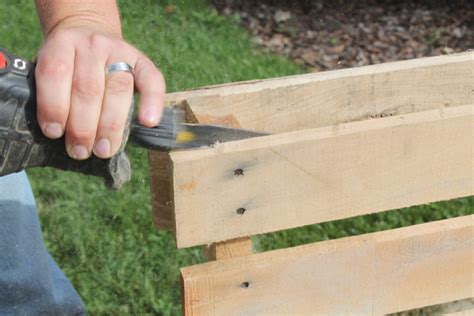 hometalk 6 simple tips on finding free pallets and reclaimed materials 4 diy holiday gifts you can make free from pallets