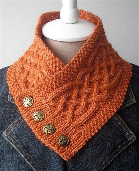 free knitting pattern for a snood scarf 25 best ideas about cable knit scarves on