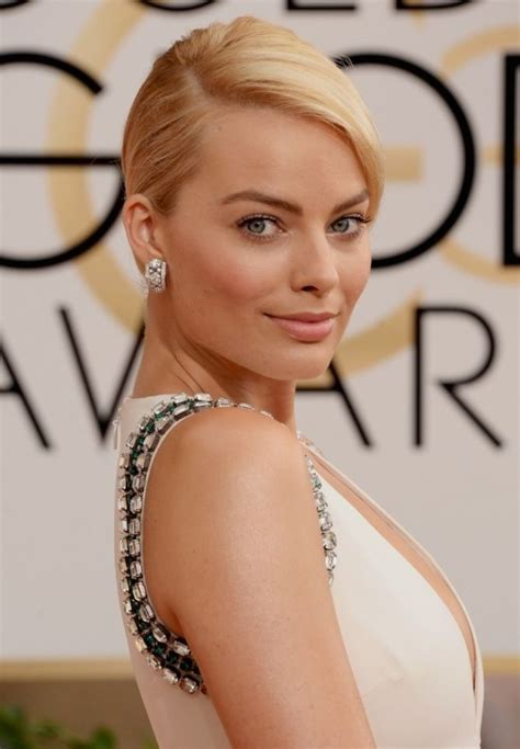 Thief Steals Golden Globe Shoes by Margot Robbie Steals The Spotlight At The 2014 Golden