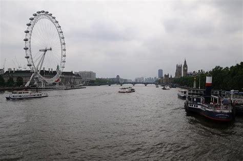 floating boat restaurant london floating london restaurant sinks on the thames easyvoyage