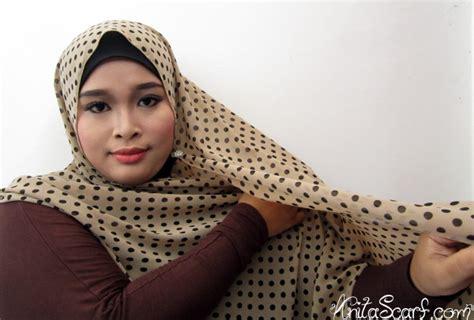 tutorial dandan ke kantor cara memakai jilbab pashmina untuk kekantor rachael edwards
