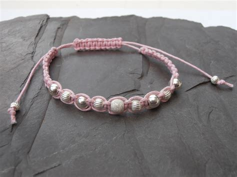 Macrame Bracelet With Pictures - robin macrame bracelets