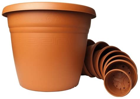 vasi con bottiglie di plastica vasi di plastica colorati per piante vasi moderni idee