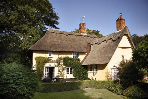 thatched country cottages in suffolk