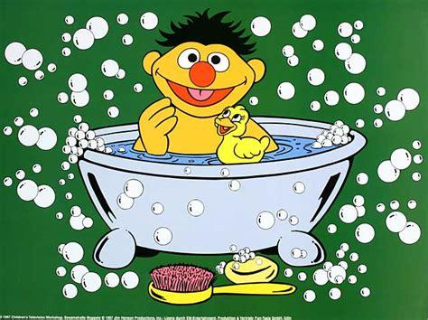 ernie und bert badewanne was macht ihr wenn ihr euch mal wieder rundum wohlf 252 hlen