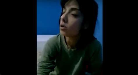 hija se mete a la cama de su padre para cpjer amarr 243 a su hija a la cama para que no se drogara m 225 s