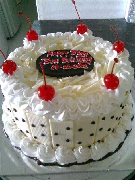 aneka kue ulang     evie cakes
