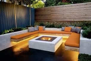 Lounge Sofa Garten Gunstig Moderner Garten Mit Moderner Lounge Ecke Feuerstelle Und