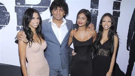 Shyamalan thriller 'Split' claims US box office crown ... M Night Shyamalan Daughters