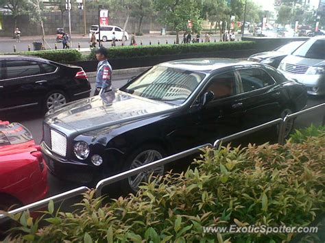 bentley indonesia bentley mulsanne spotted in jakarta indonesia on 06 19 2013