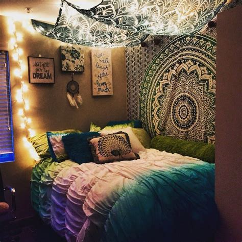 17 best ideas about hanging tapestry on