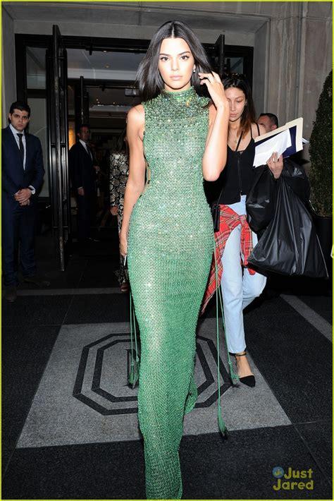kylie jenner 2015 met gala kendall jenner is gorgeous in green at met gala 2015