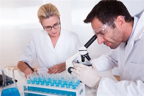 medical laboratory technician careers courses colleges jobs salary