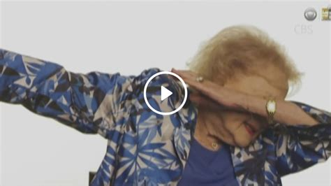 how to betty white teaches nfl netwon how to dab 1