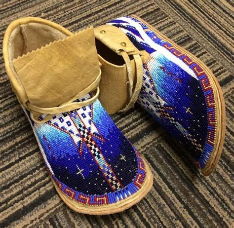 beadwork moccasins shoes should be prettier like these loom and bead